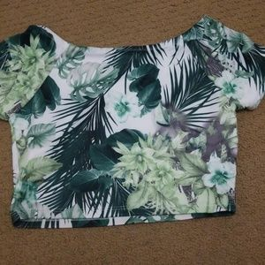 Forever 21 Tops - Tropical floral crop top